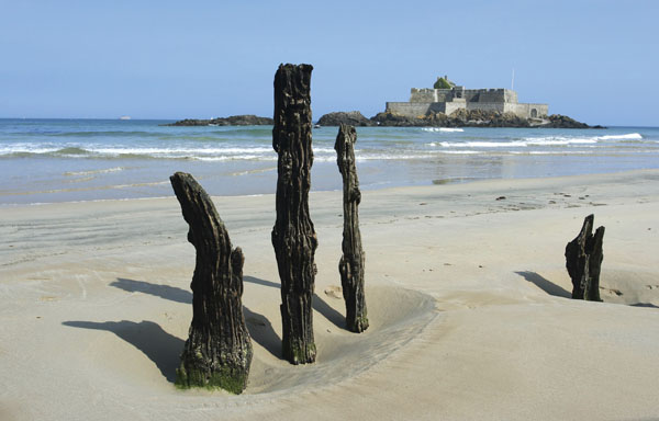 Guided bike tours in Normandy and Brittany
