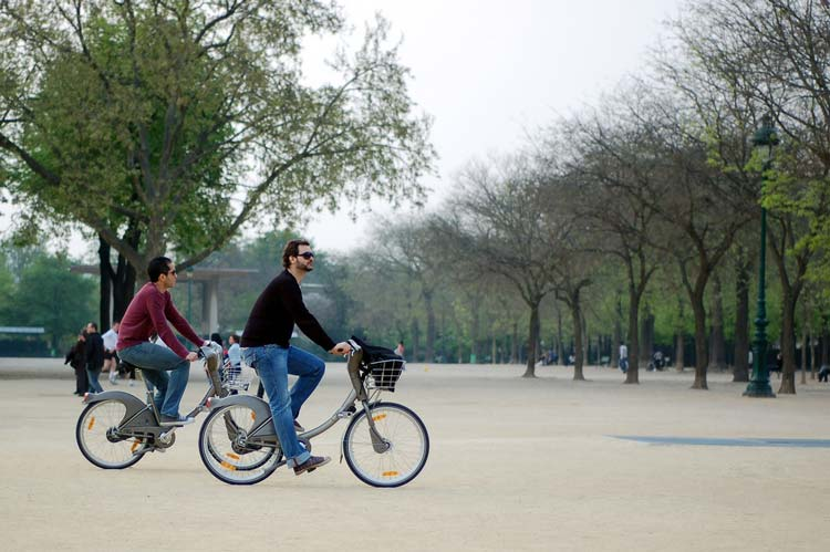 What better way to explore Paris' parks and gardens than by bike? Photo: Jessica C