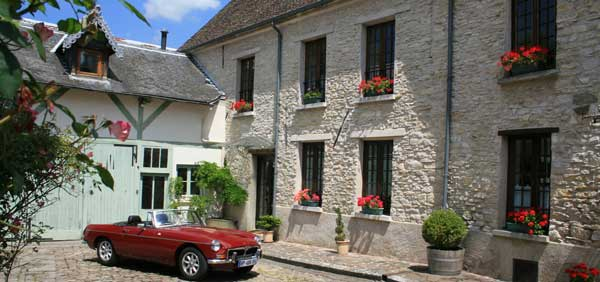 Outside of the Relais de Chaussy
