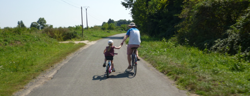 Family cycling holiday freewheelingfrance