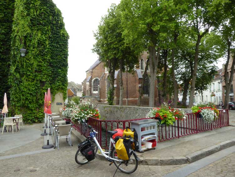 First cafe stop at Hesdin