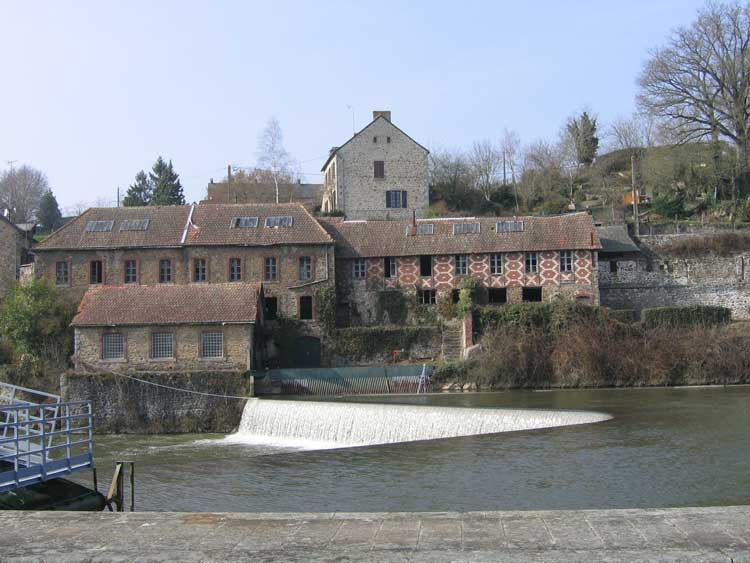 Mayenne cycle route mill