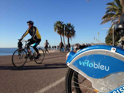 The sunny Nice seafront with its popular bike sharing programme, Vélo Bleu. Photo: Luca Pascotto