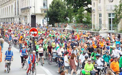 An annual 'Convergences' bike ride organised by MDB (Mieux se Déplacer à Bicyclette). Photo: Salah Youbi