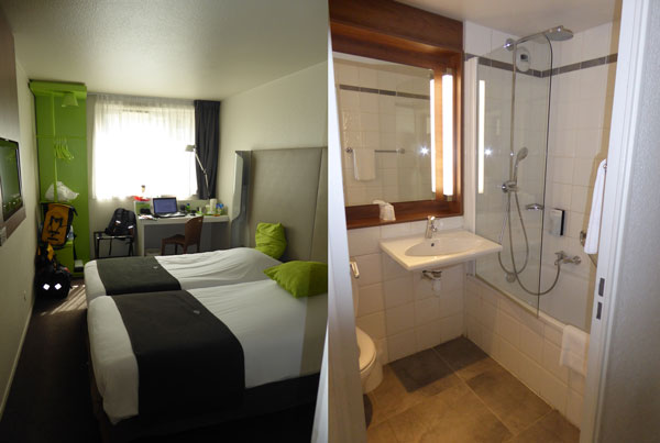 Room at Campanile Paris 19